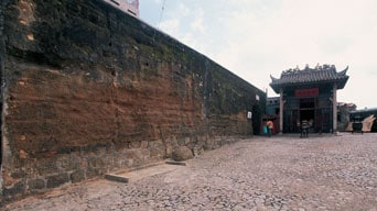 구 시가지 성벽 (Section of the Old City Walls)